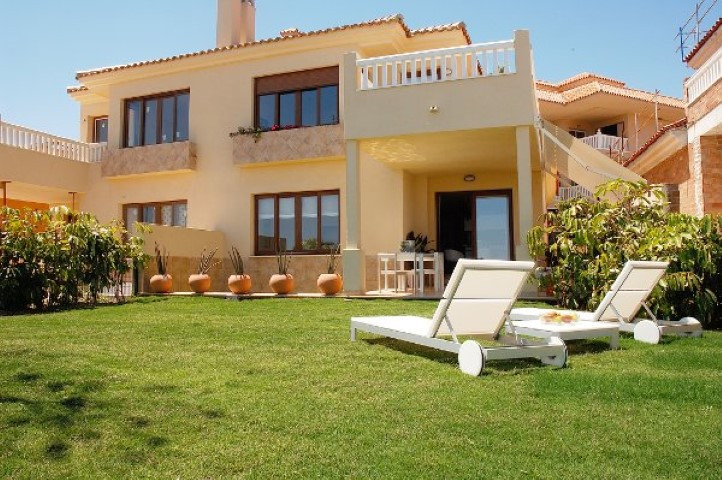 Villa, Pareada  en venta    en Benalmadena