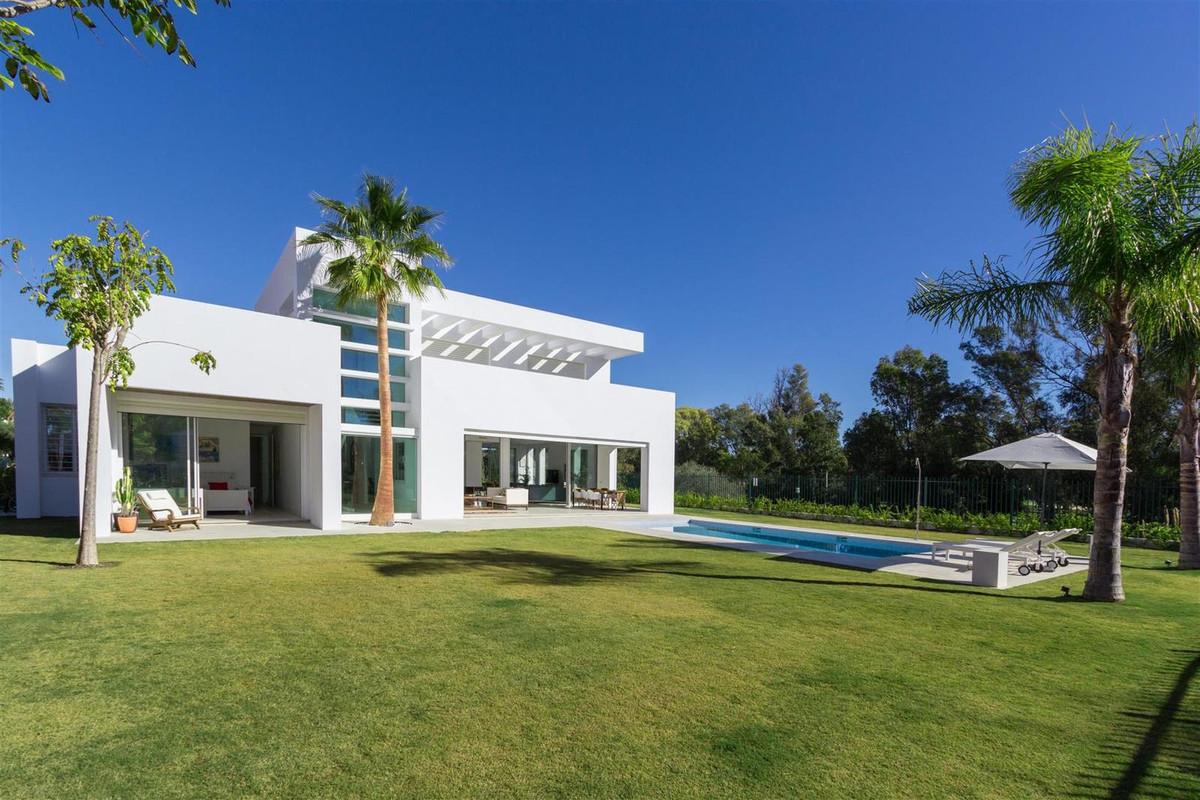 Villa, Individuelle en venta y en alquiler en Guadalmina Baja
