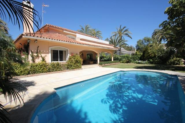 Villa  Detached for sale   in Los Monteros