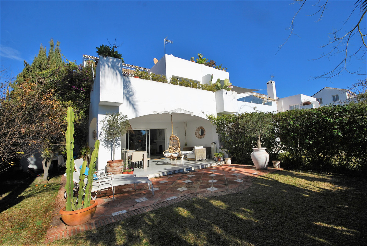 Villa, Semi Individuelle  en vente    à Guadalmina Baja