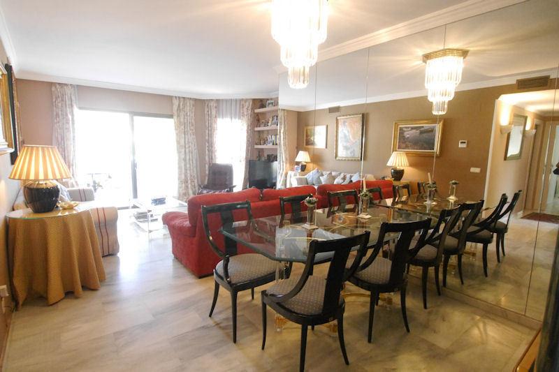 Appartement  Rez-de-chaussée en vente   à Elviria