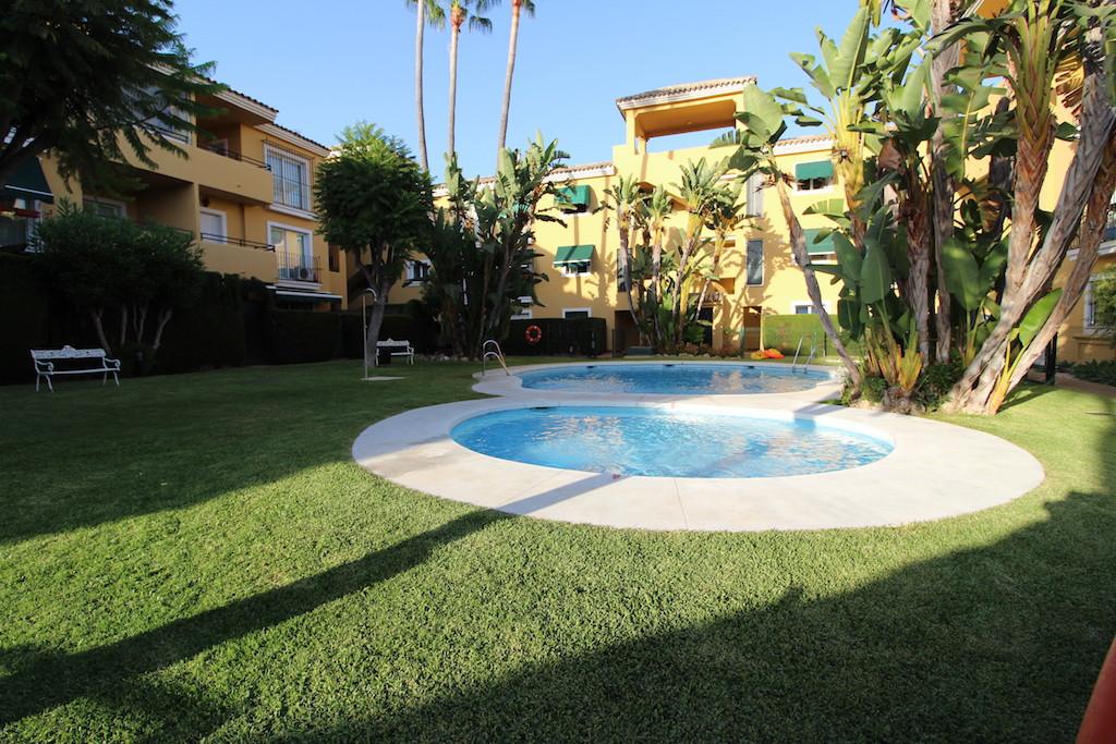 Appartement  Mi-étage en vente   à Guadalmina Baja