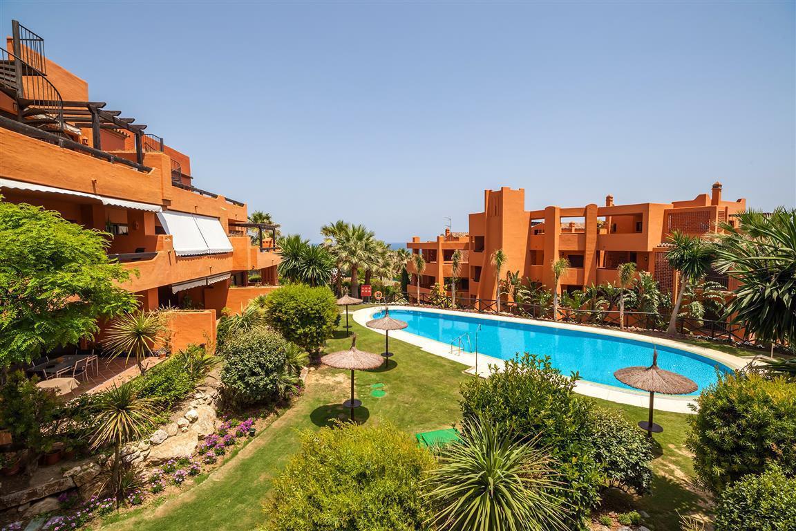 Apartamento  Planta Media en venta  y en alquiler   en Estepona