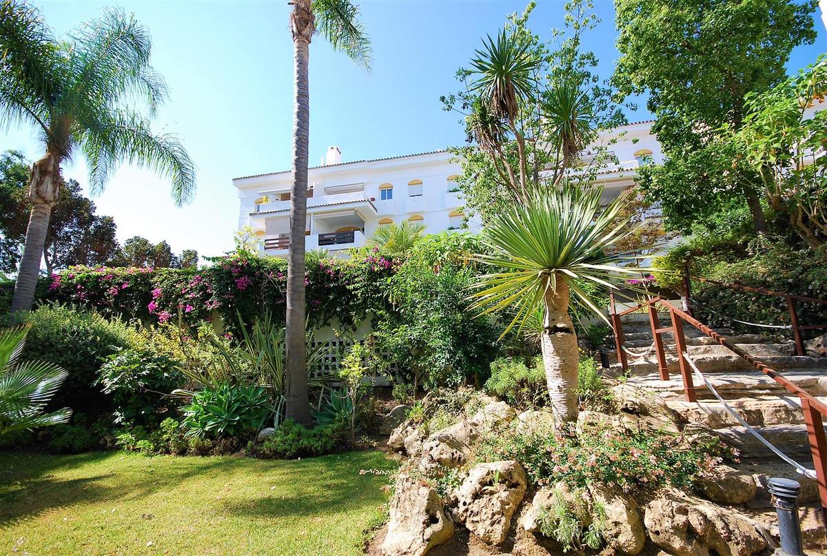 Apartamento, Planta Media  en venta    en Guadalmina Baja