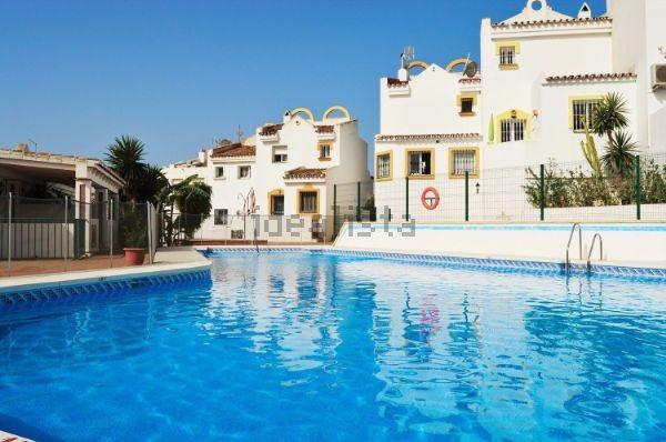 Maison Jumelée  Mitoyenne en vente   à Reserva de Marbella