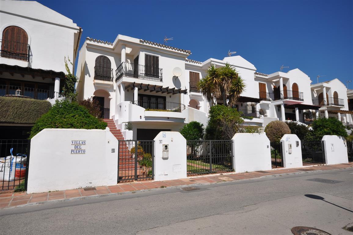 Villa  Detached for sale   in La Duquesa
