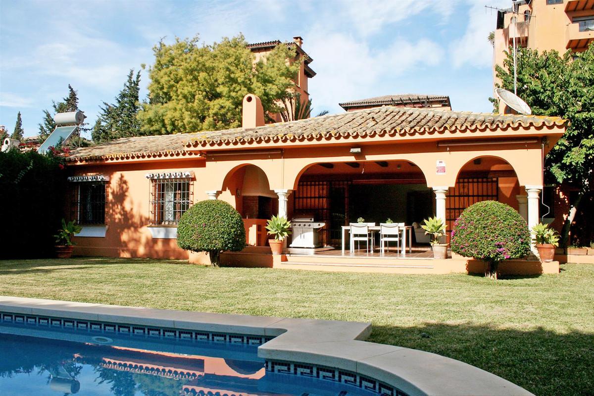 Villa, Independiente en venta en Estepona