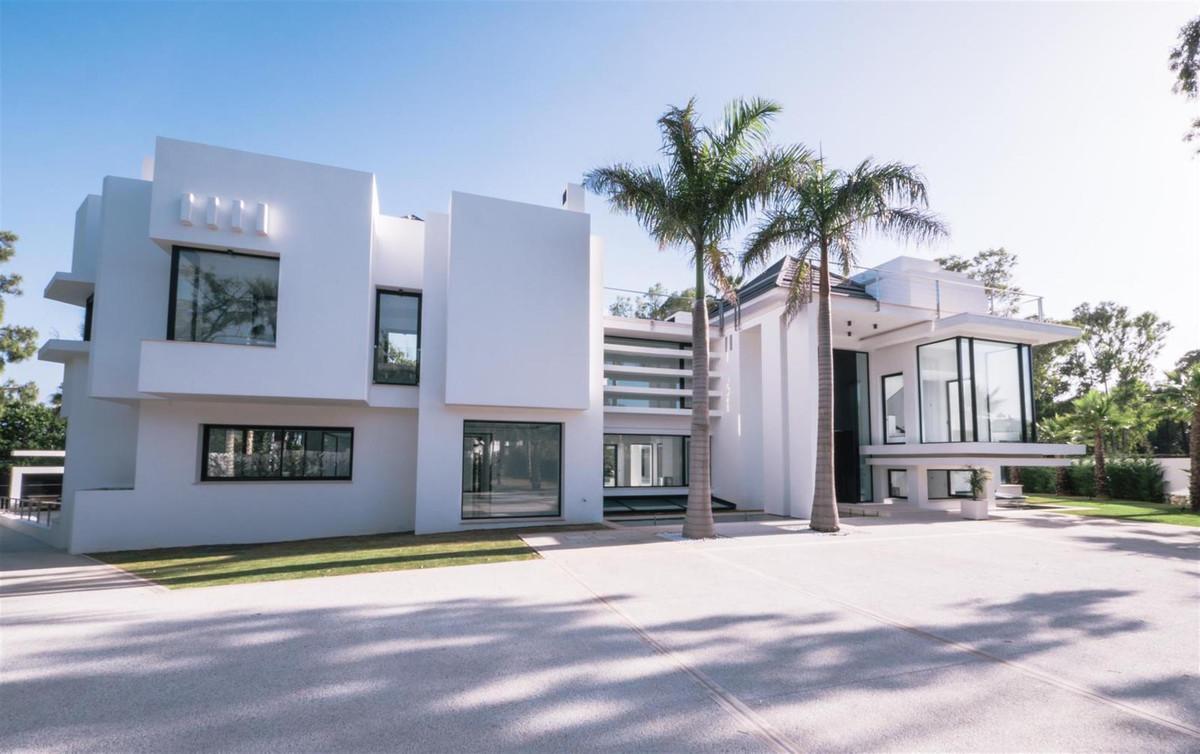 Villa  Independiente en venta   en Guadalmina Baja