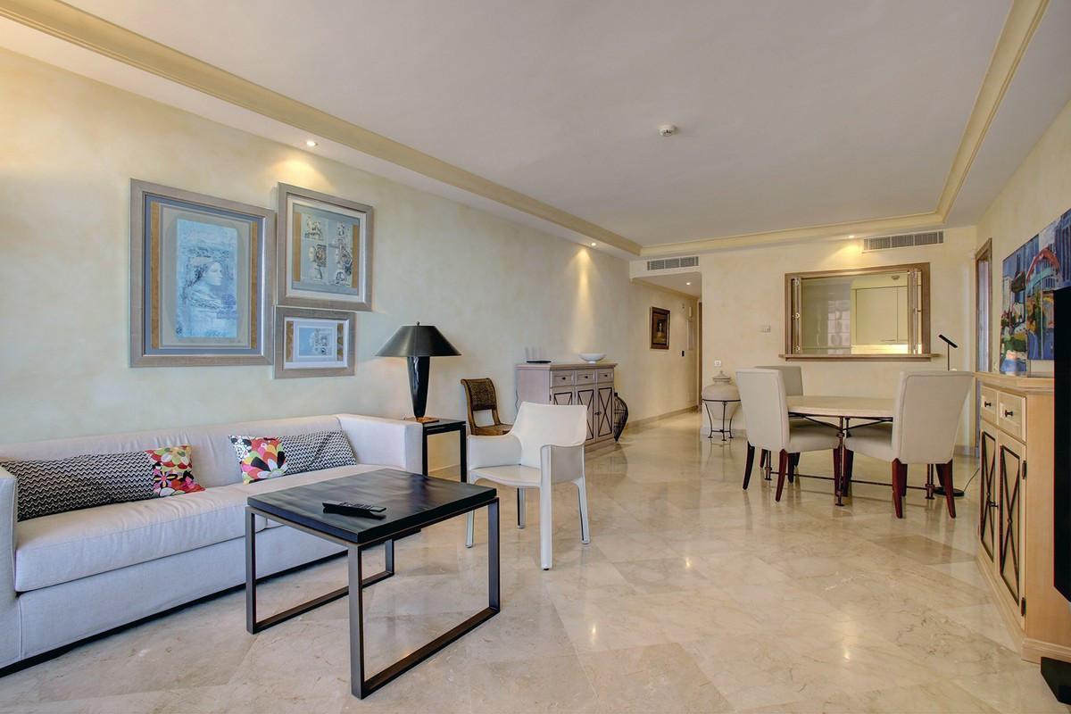 Appartement  Mi-étage en location  à Estepona