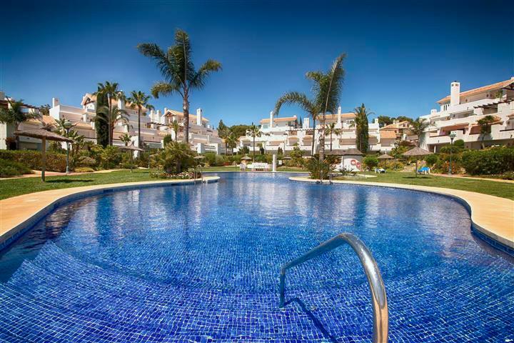 Appartement  Rez-de-chaussée en vente   à Los Monteros