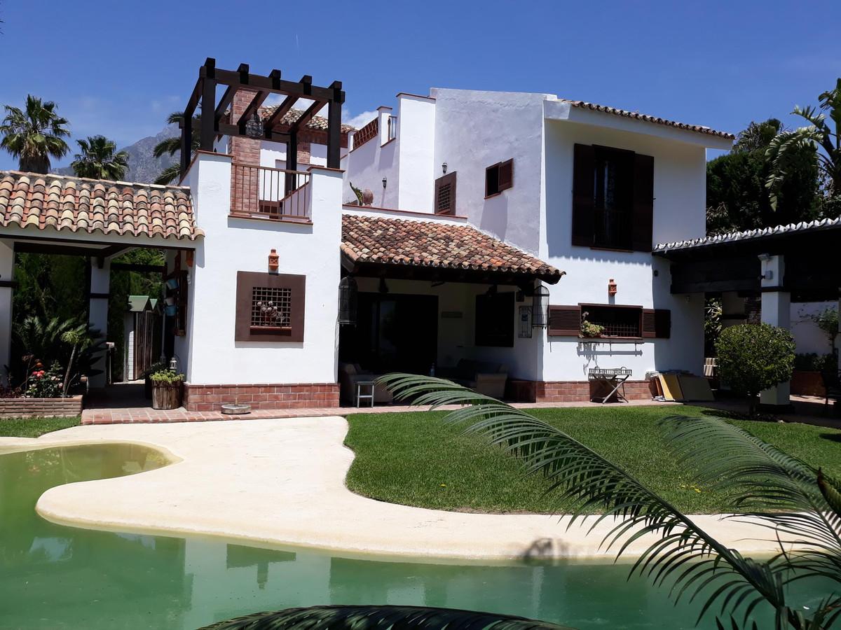 Villa  Independiente en venta  y en alquiler   en Nagüeles
