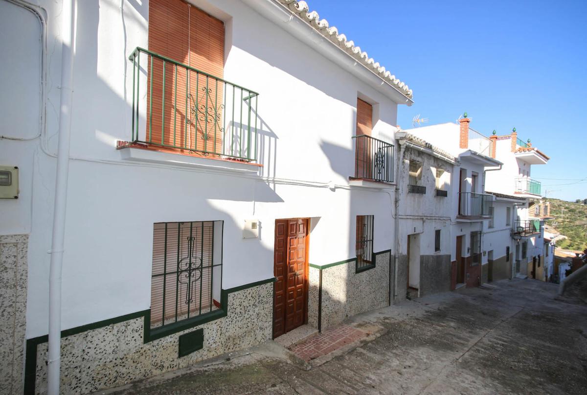 Townhouse, Terraced  for sale    en Alozaina