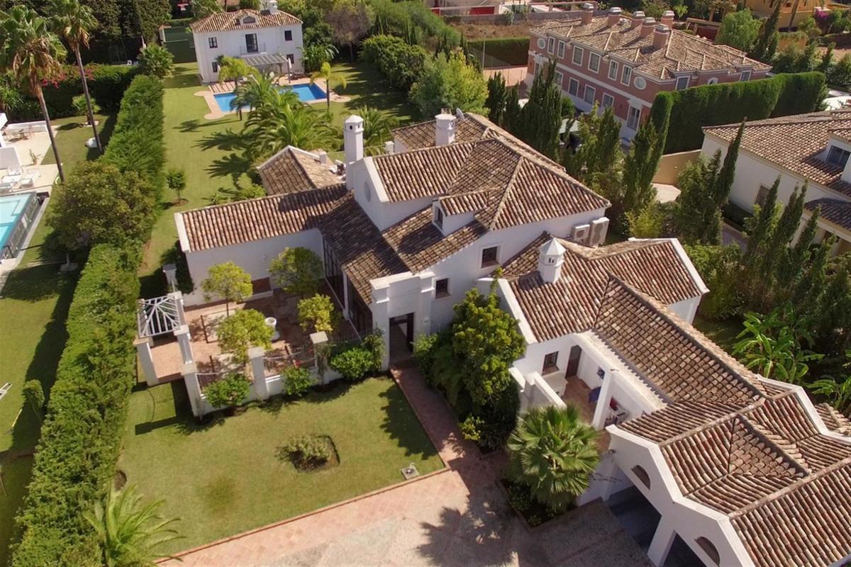Villa, Individuelle en vente et en location à Guadalmina Baja
