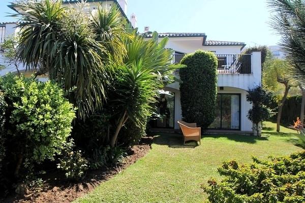 Maison Jumelée  Mitoyenne en vente   à Miraflores