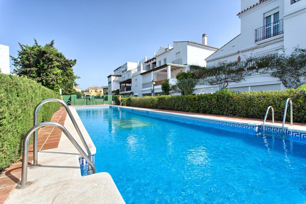 Apartamento  Planta Media en venta   en Guadalmina Baja