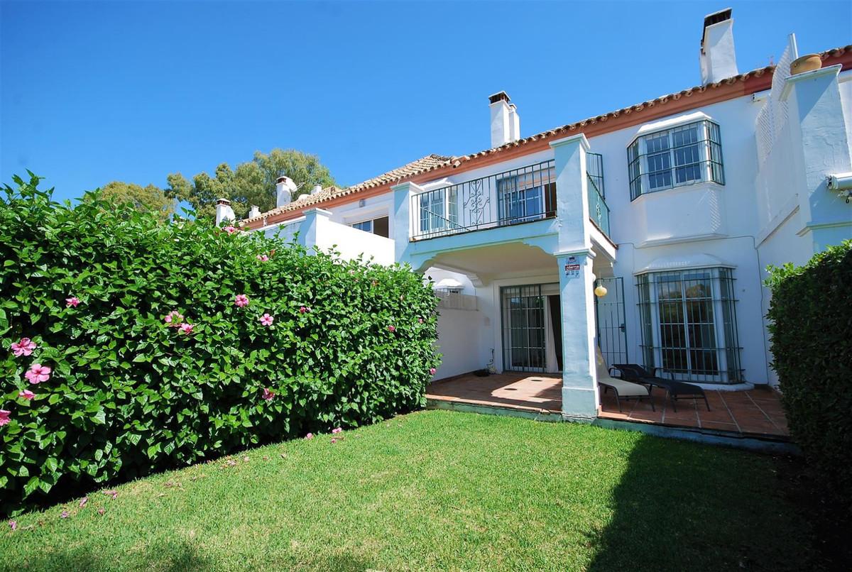 Maison Jumelée, Mitoyenne en location à Guadalmina Alta
