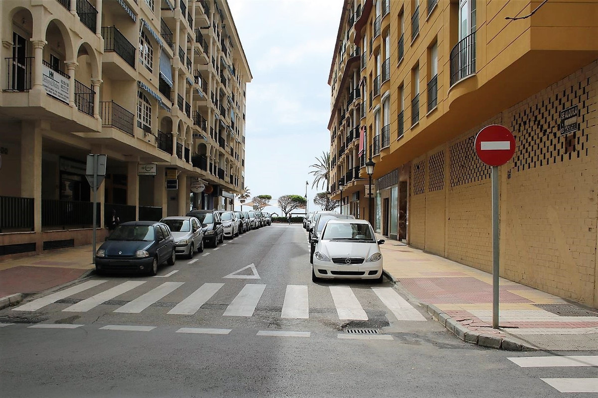Commercial  Commercial Premises  in Estepona