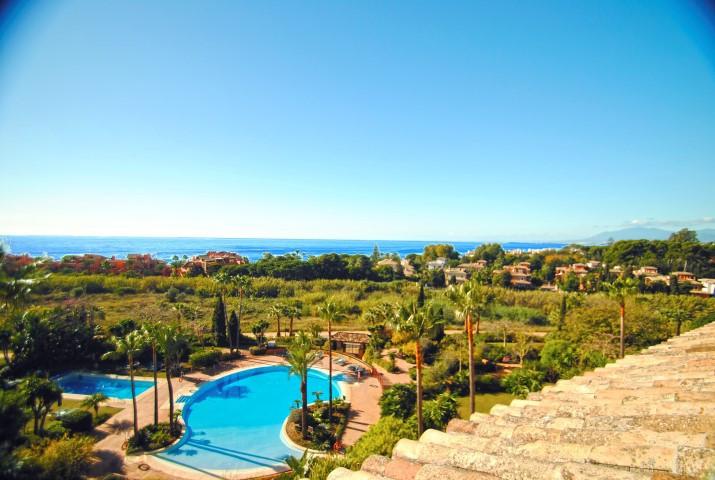 Apartment  Penthouse for sale   in Bahía de Marbella