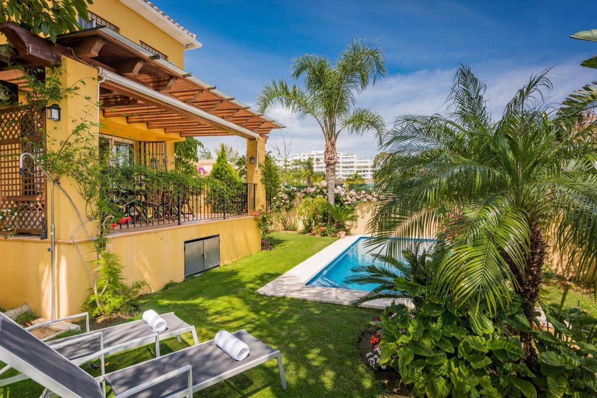 Villa, Semi Individuelle en vente à Guadalmina Alta
