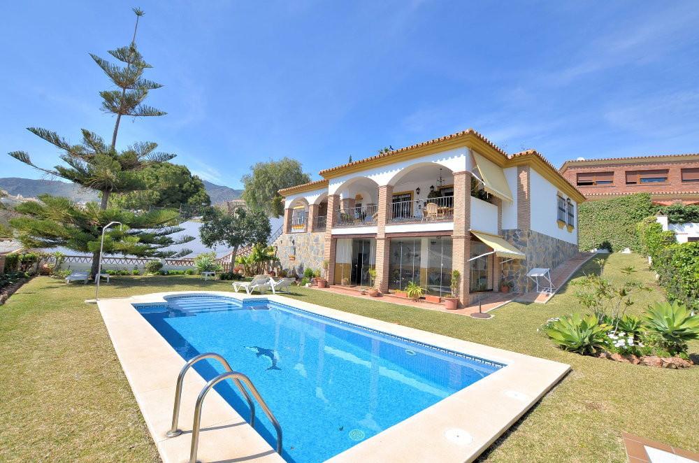 Villa  Detached for sale   in Arroyo de la Miel