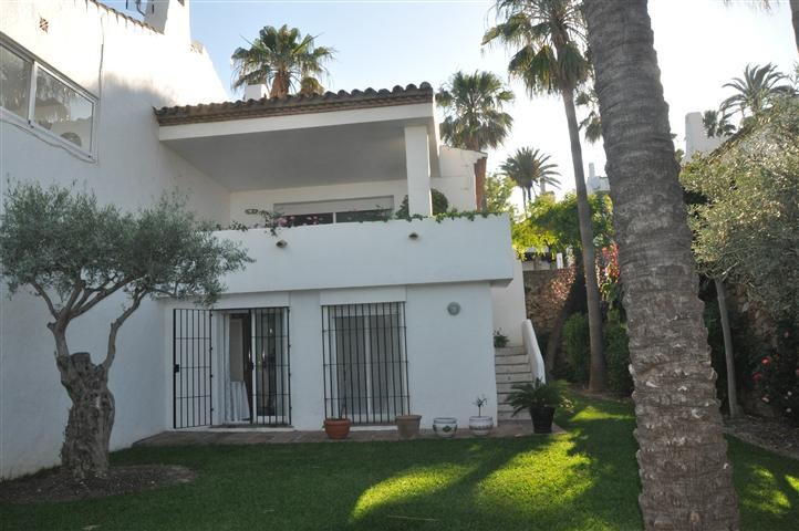 Villa  Semi Detached for sale   in La Duquesa