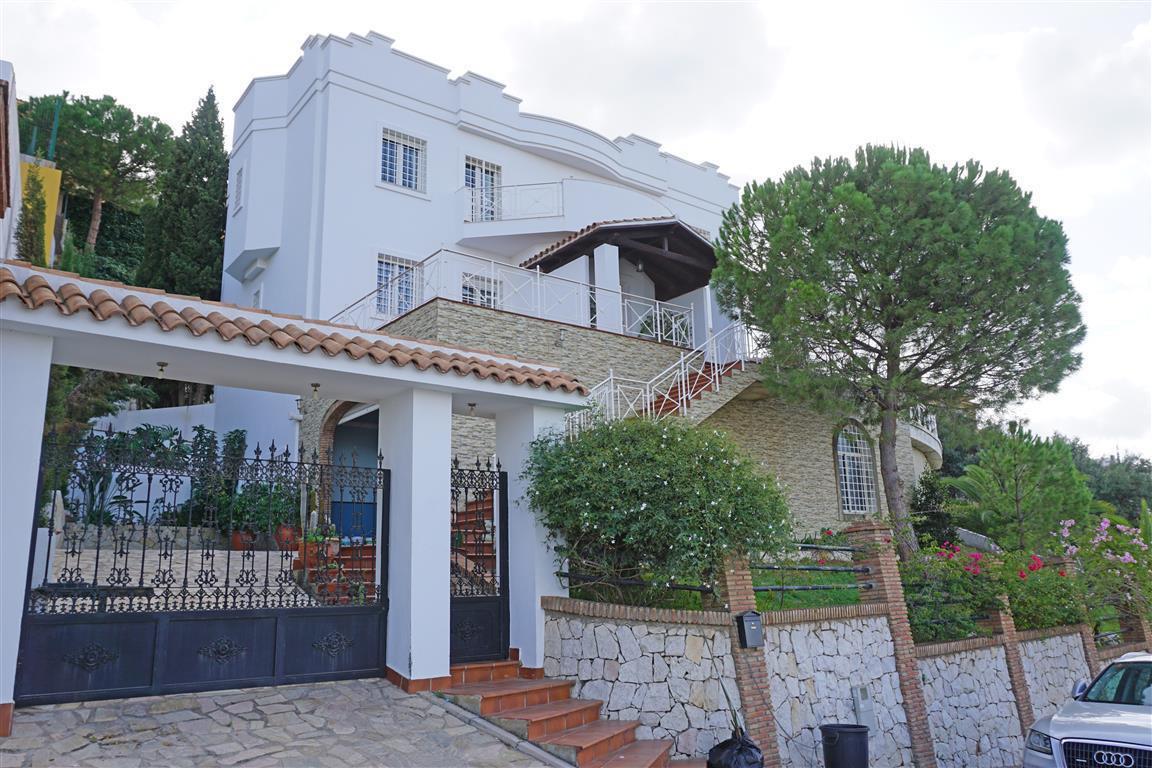 Villa  Detached for sale   in Alhaurín de la Torre