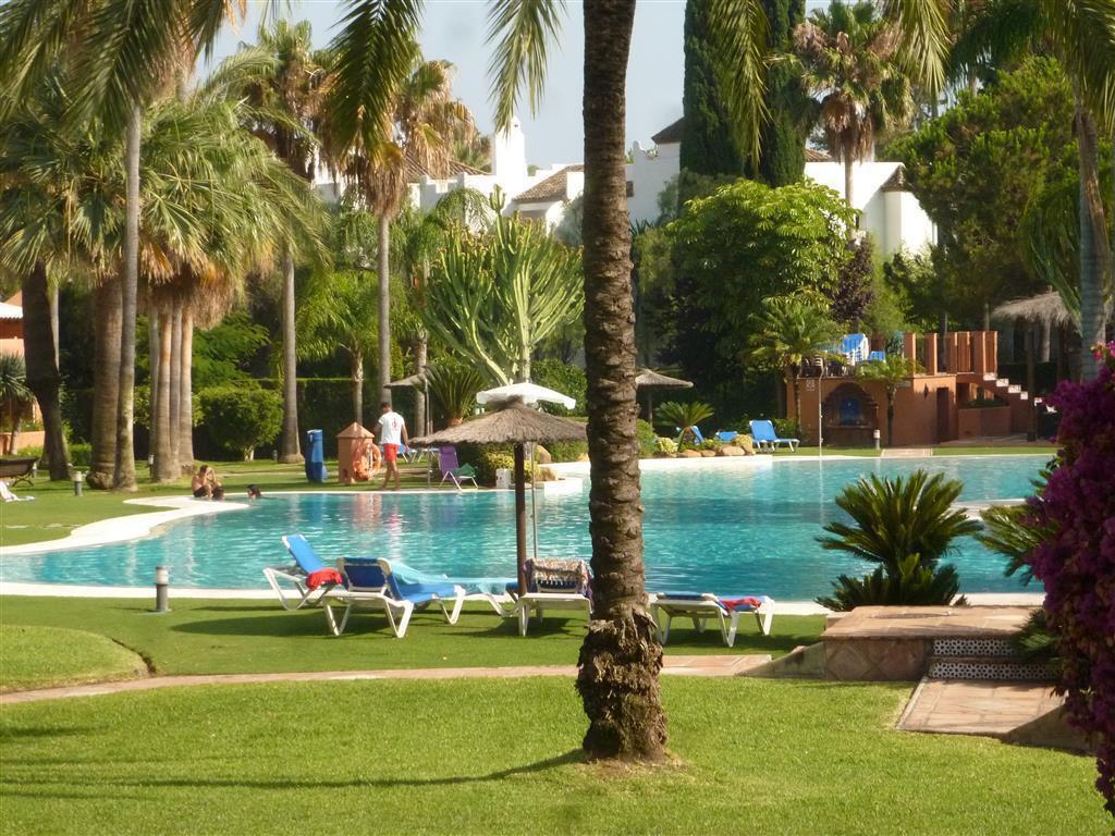 Apartamento  Planta Baja en venta  y en alquiler   en Guadalmina Baja