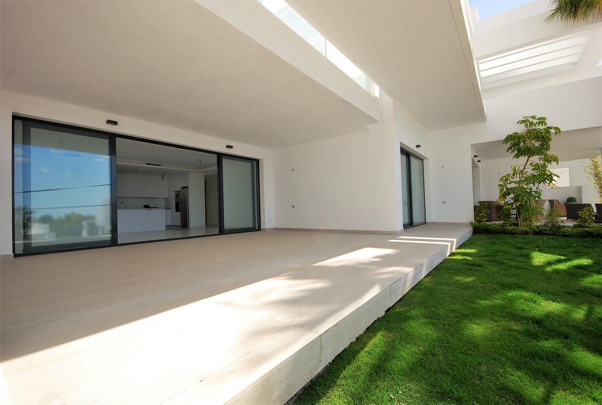 Apartamento, Planta Baja en venta en Benahavís