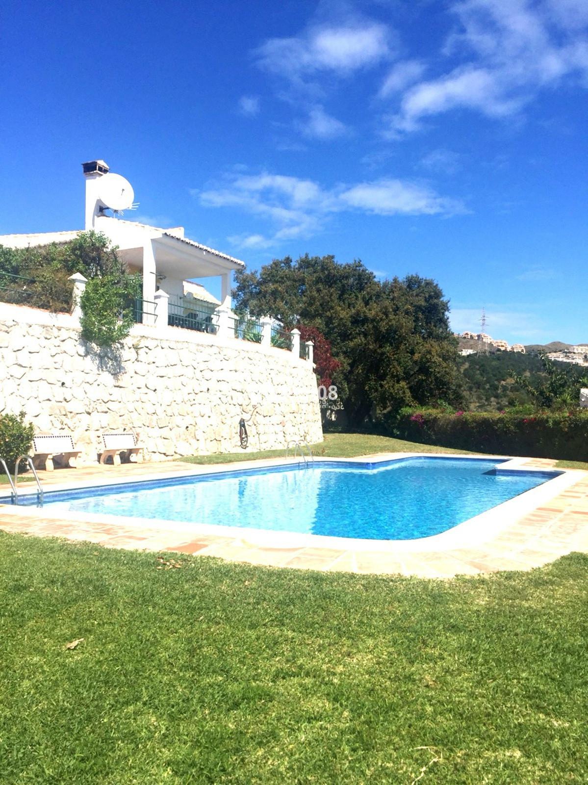 Villa  Semi Detached for rent  in Calahonda