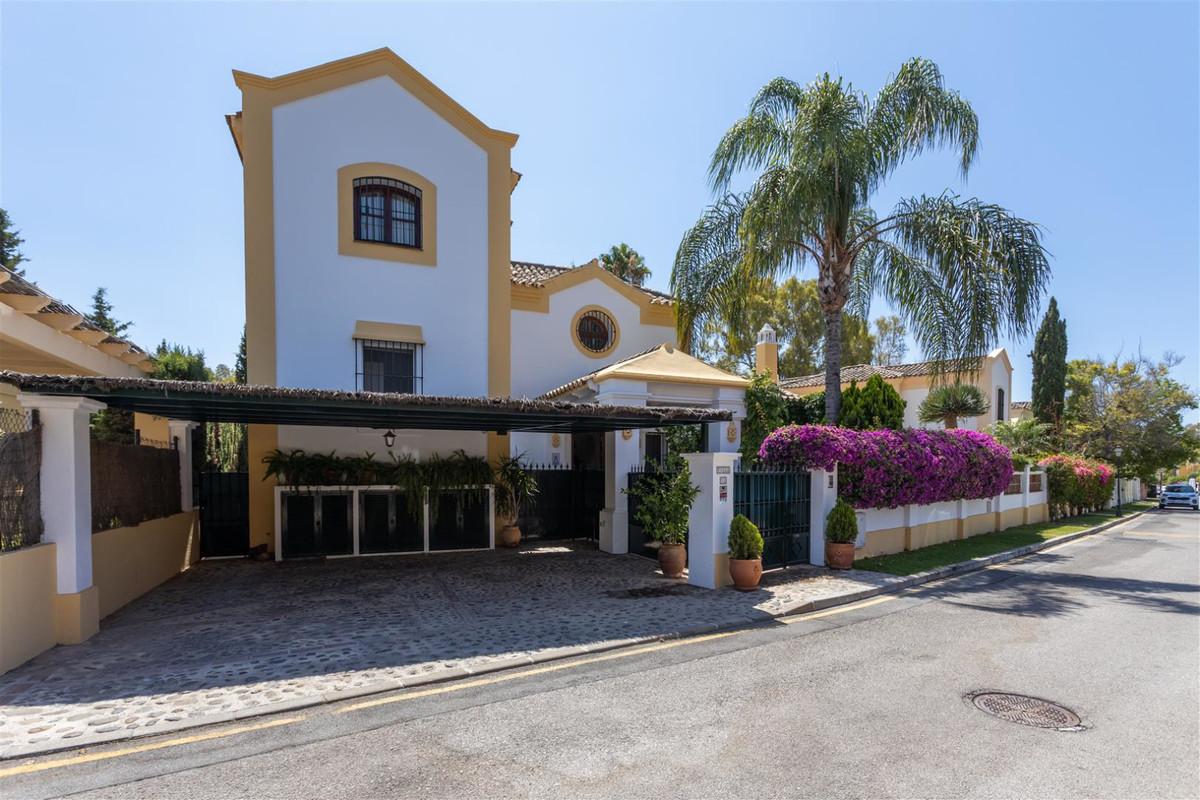 Villa, Detached en venta en Guadalmina Alta