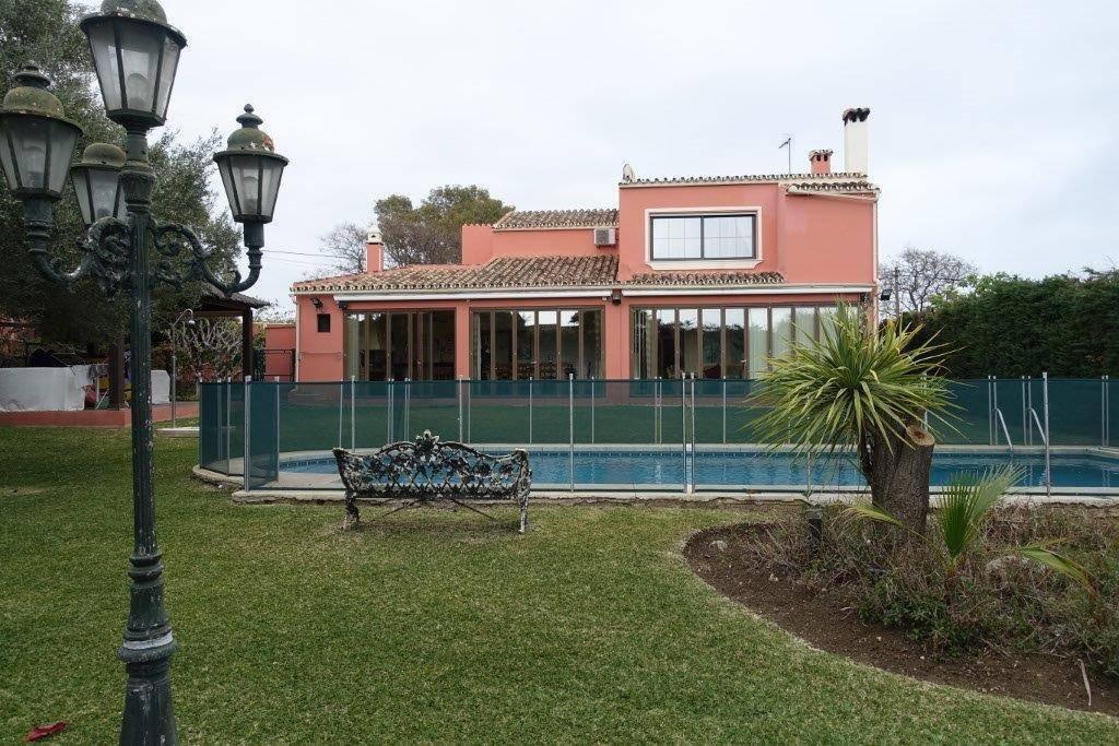 Villa  Detached for sale   in San Pedro de Alcántara