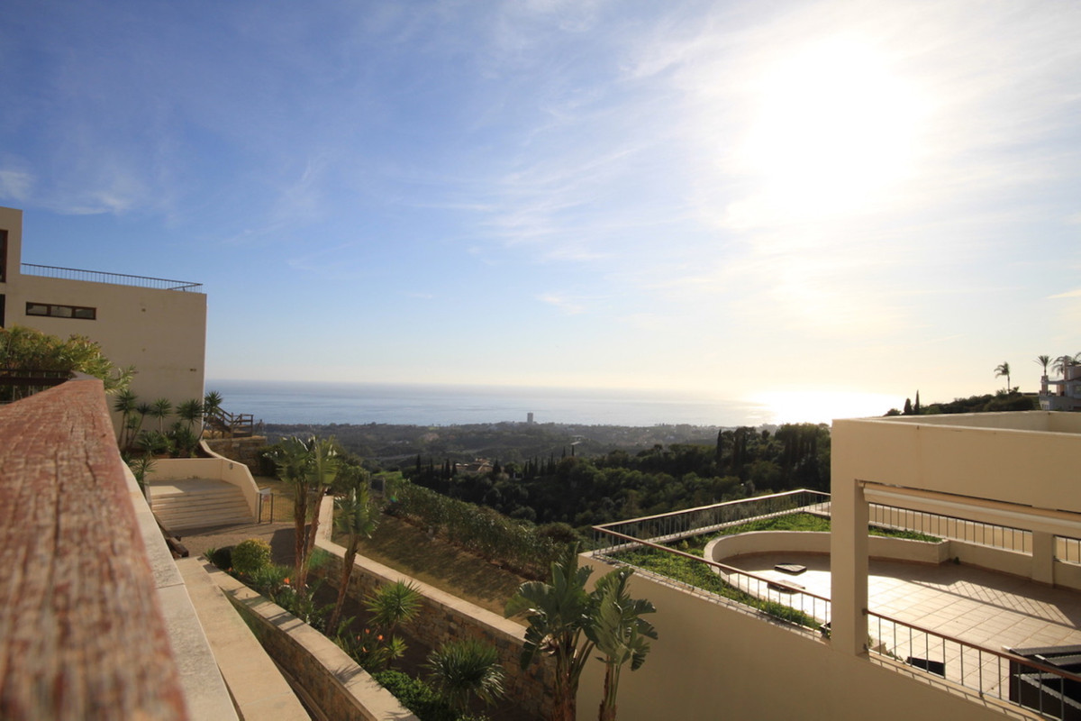 This very spacious 3 bedroom ground floor apartment is located in Altos de Los Monteros approximatel,Spain