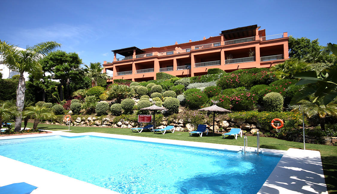 A beautiful penthouse located in the gated development of Royal Flamingos situated in the prestigiou,Spain