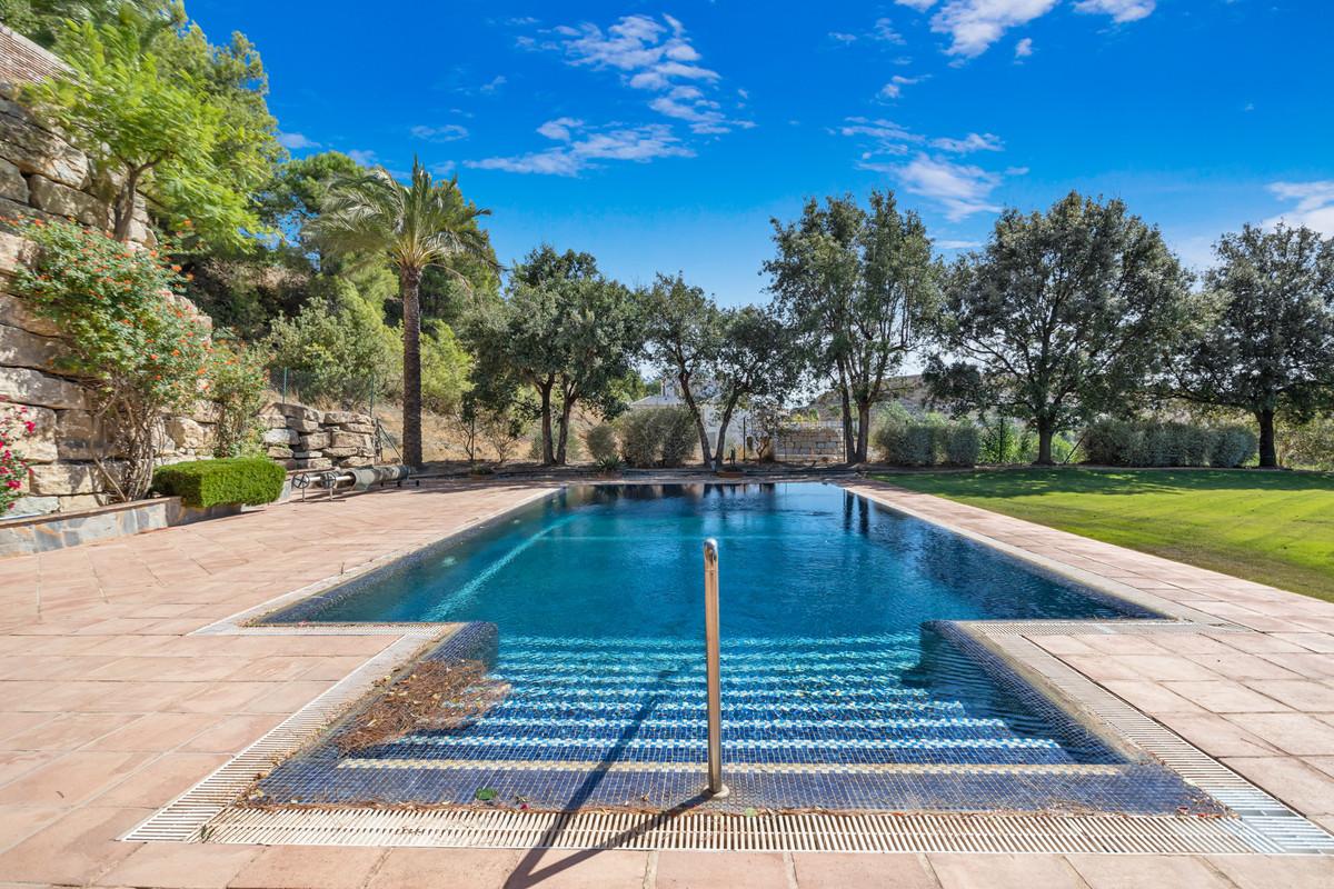 Detached Villa for sale in Benahavís R2801810