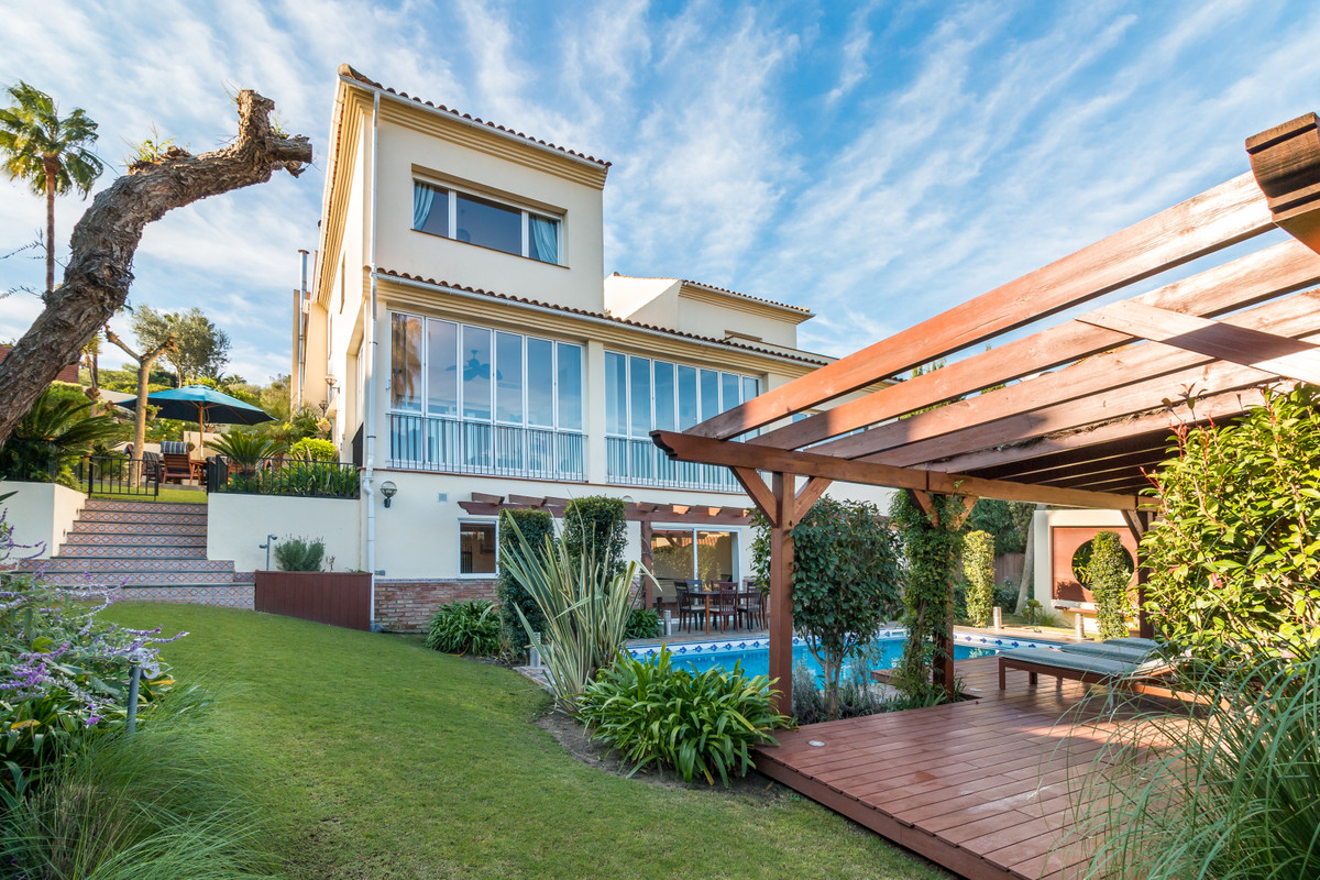 This 5 bedroom family villa also has a guest apartment, it is located in Sotogrande Alto, close to t,Spain
