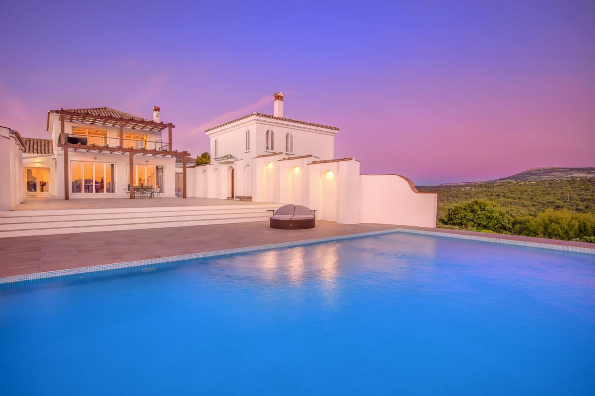 Villa 5 Dormitorios en Venta Ronda