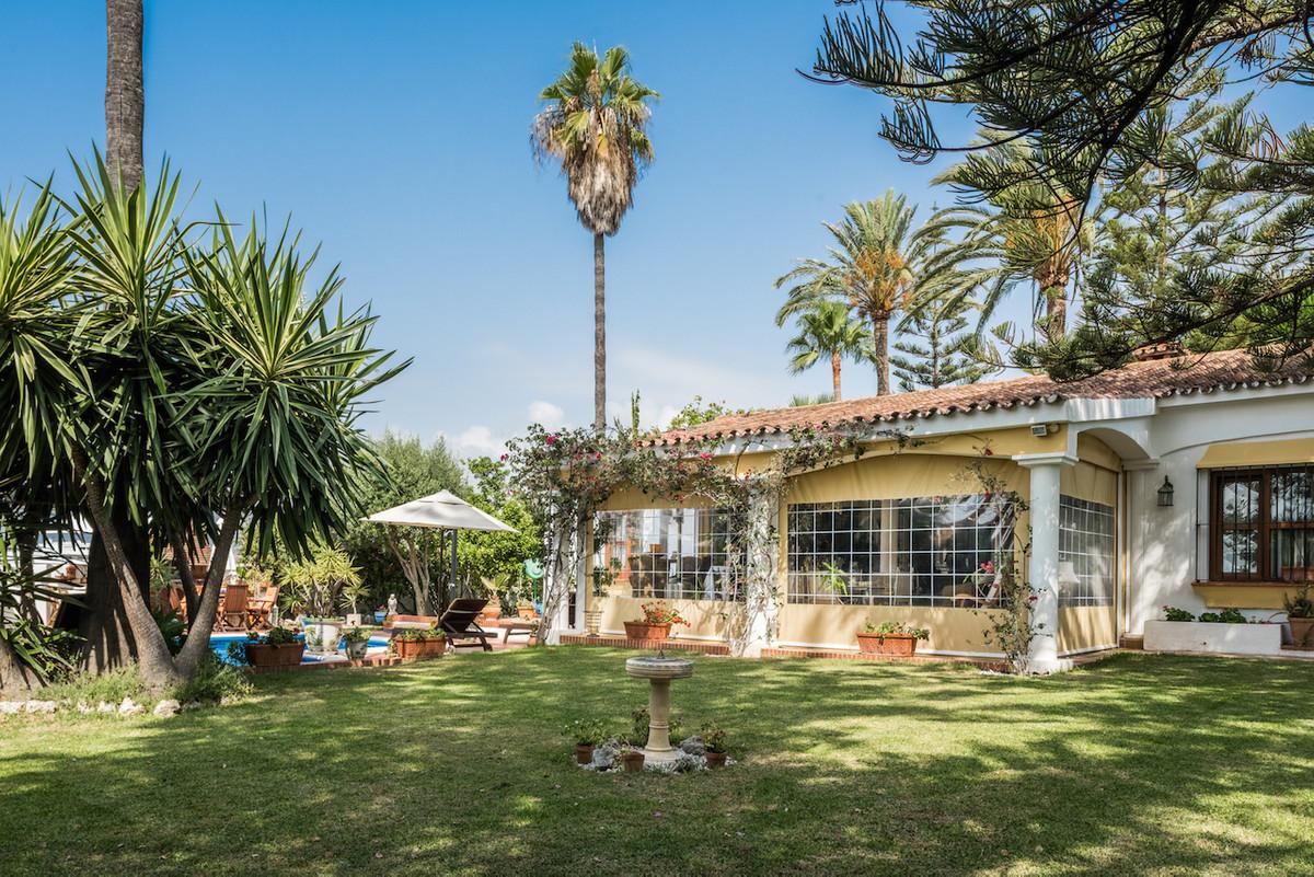 Detached Villa for sale in San Pedro de Alcántara R2741495