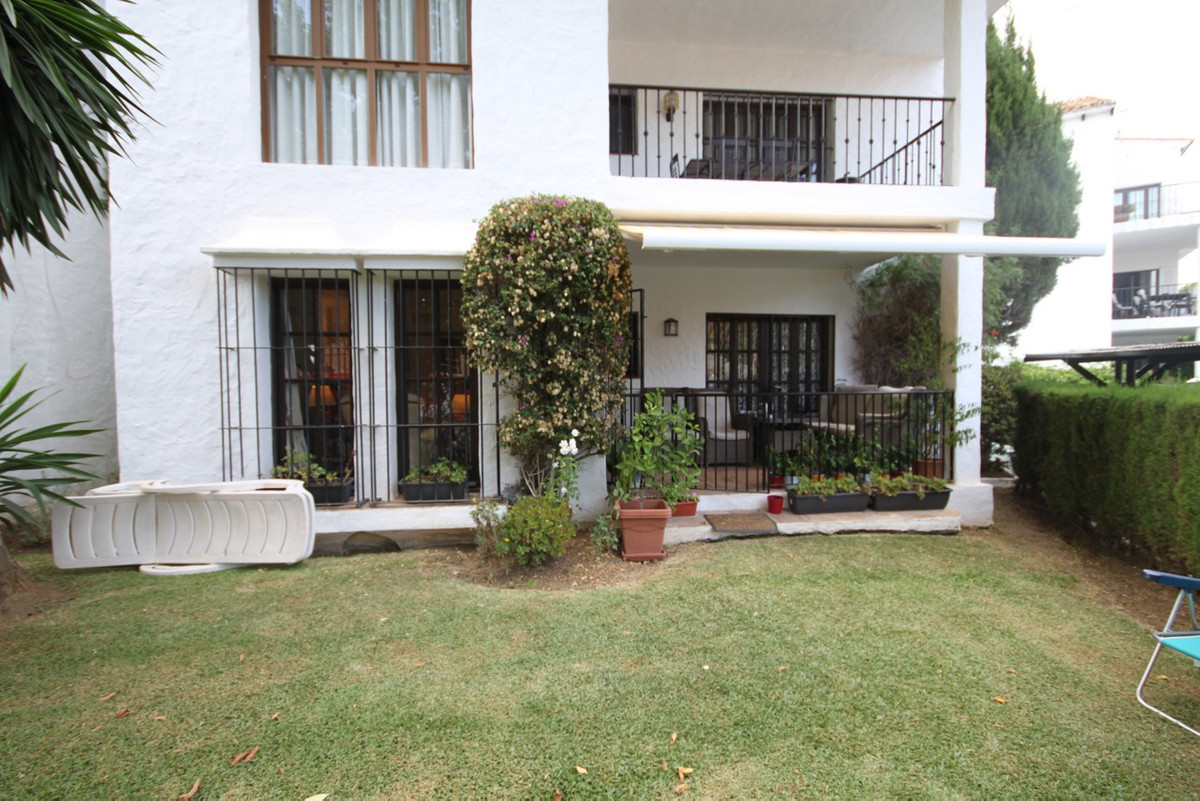 This immaculate 3 bedroom, 2 bathroom ground floor apartment is located in the popular Las Cascadas ,Spain