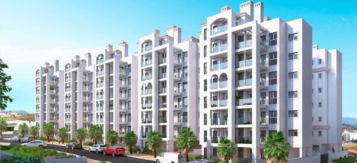 R3646013: Apartment - Middle Floor in Estepona