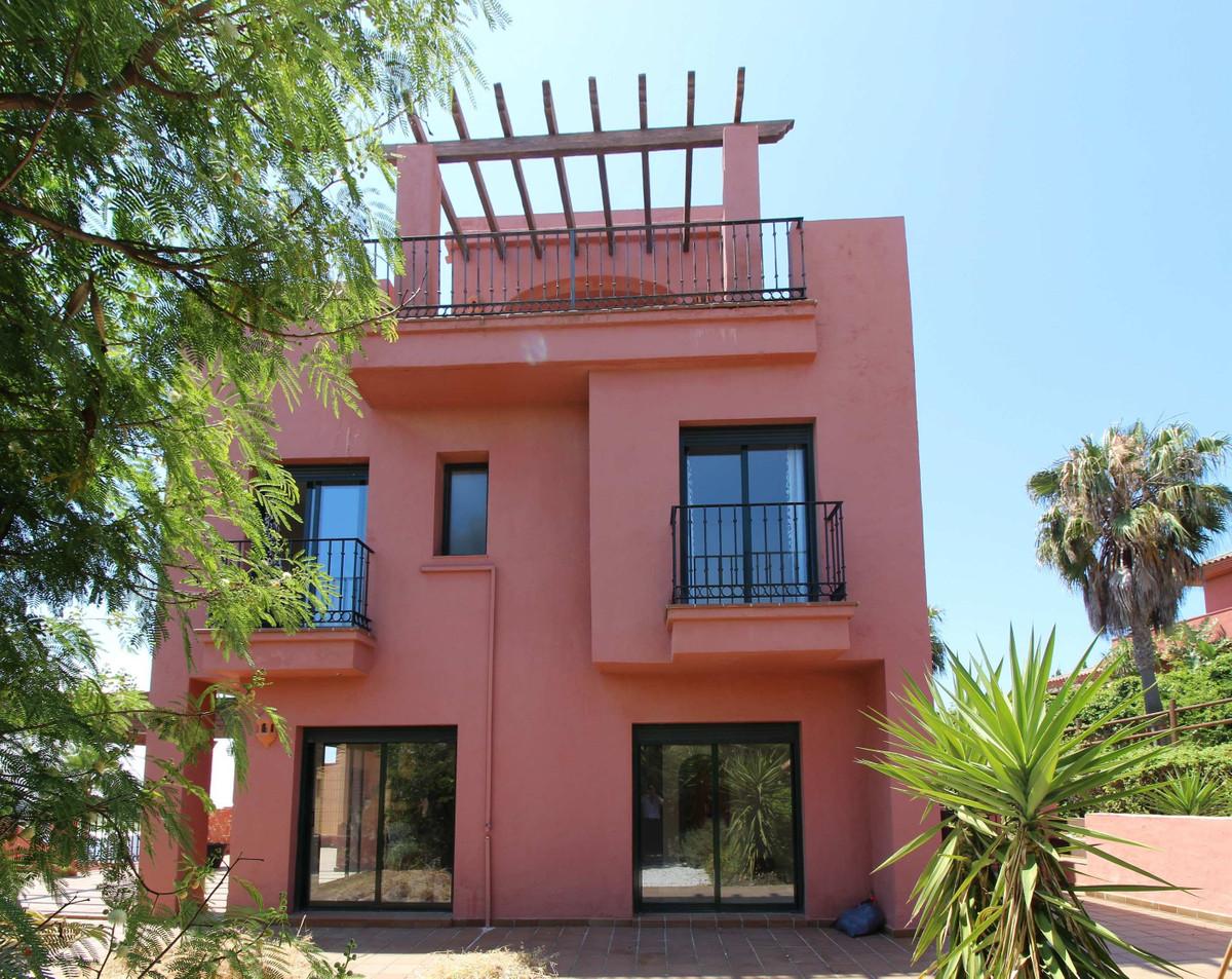 Ref:R3202186 Townhouse For Sale in La Duquesa
