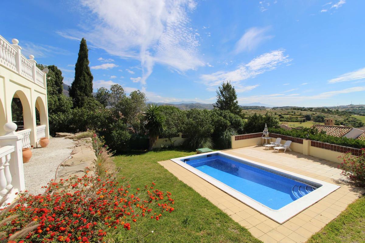 Ref:R3197473 Villa For Sale in Estepona