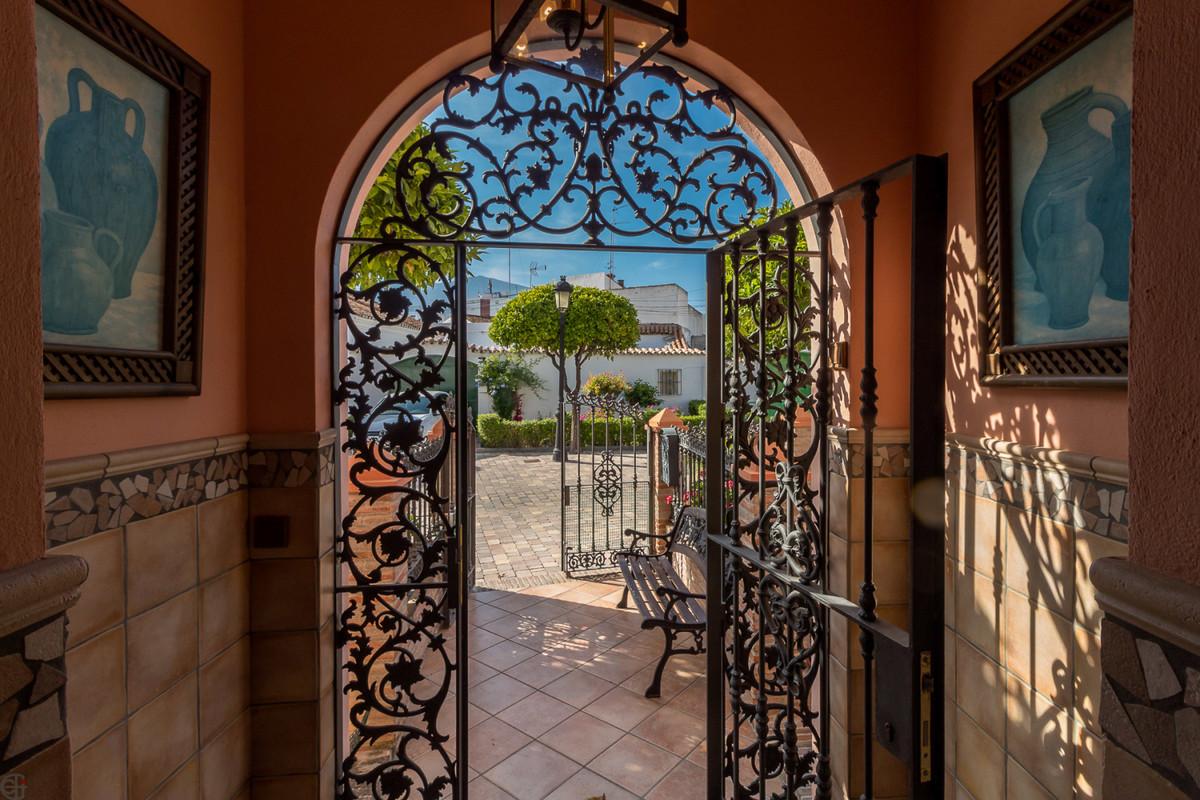 Ref:R3425806 Villa For Sale in Estepona