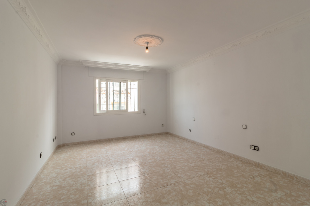 R3419944: Villa - Semi Detached for sale in Estepona