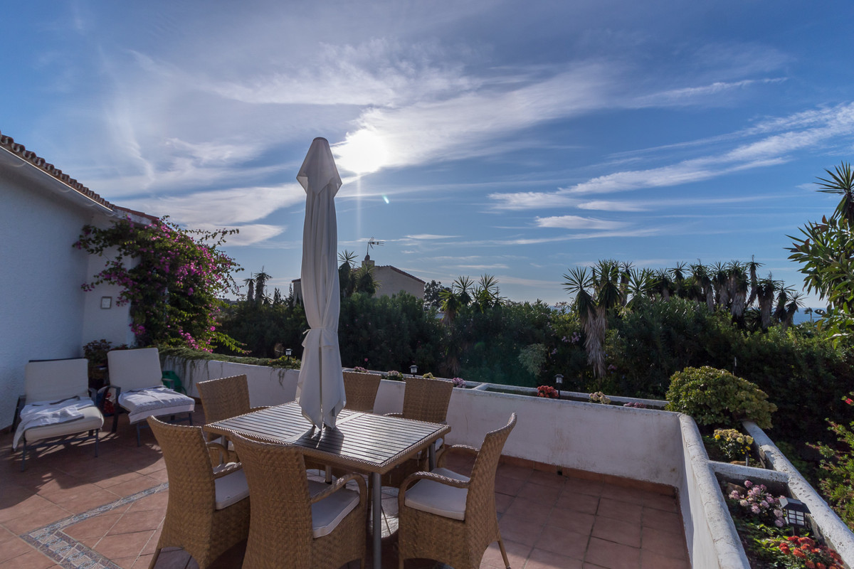 This lovely villa consists of 3 good size bedrooms, 2 bathrooms (1 en-suite),  a spacious living-din,Spain