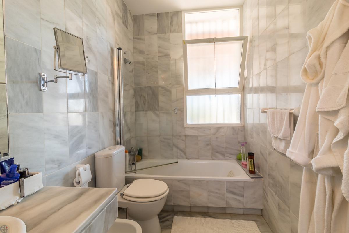 R3376288: Villa - Detached for sale in Estepona