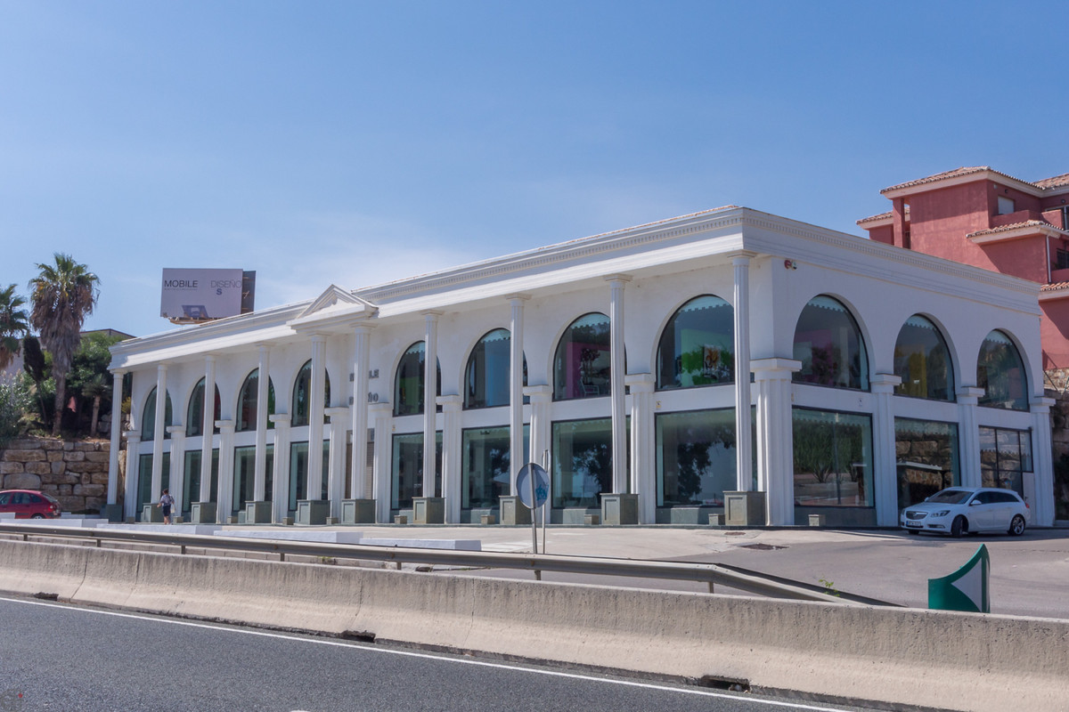 Ref:R3509866 Commercial - Shop For Sale in Manilva