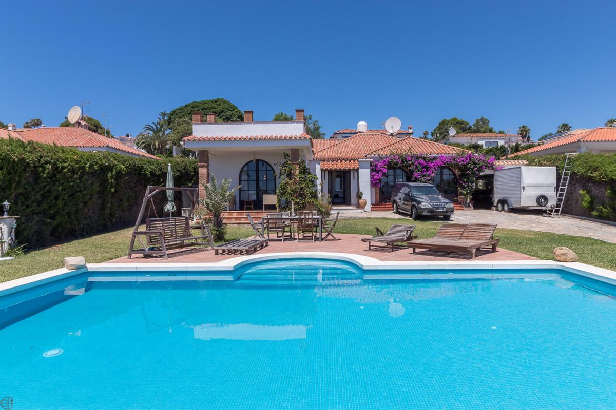 Villa Detached Manilva Málaga Costa del Sol R3517408