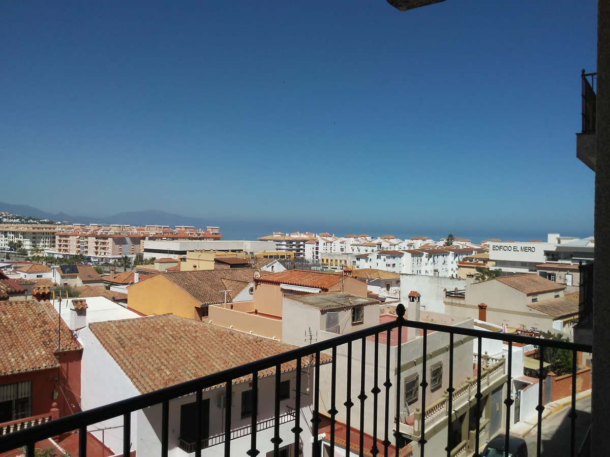 Nice apartment located in the heart of Sabinillas, surrounded by all kinds of services such as shops,Spain