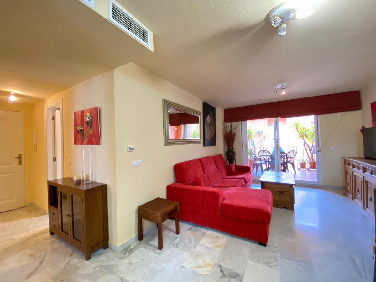 1 Bedroom Middle Floor Apartment For Sale La Duquesa