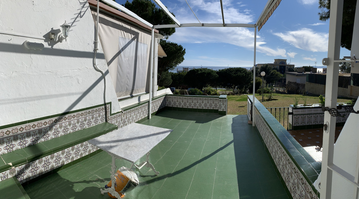 Apartment in the Seghers Estepona.  Studio in the Urbanization the Village in the area of ??Seghers ,Spain